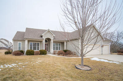 West Bend Single Family Home Active Contingent With Offer: 1924 Creekside Pl