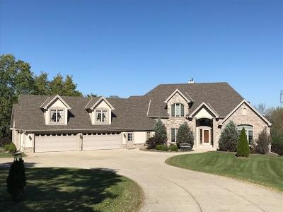 Waukesha Single Family Home For Sale: S58w23450 Glengarry Rd