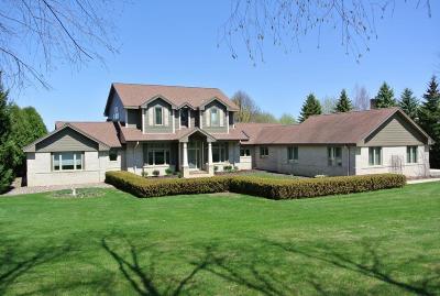 Single Family Home For Sale: N68w30964 Club Cir E