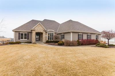 Sussex Single Family Home Active Contingent With Offer: N64w28063 Forest Ridge Cir
