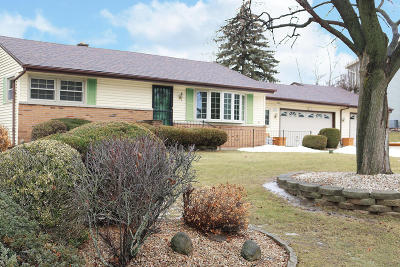 Menomonee Falls Single Family Home Active Contingent With Offer: W178n5172 Roseway Ave