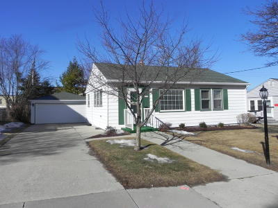 Grafton Single Family Home Active Contingent With Offer: 1321 13th Ave