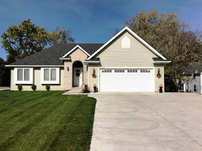 Menomonee Falls Single Family Home Active Contingent With Offer: N72w13850 Good Hope Rd