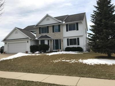 Lake Mills Single Family Home For Sale: 280 Pinnacle Dr