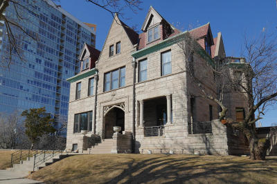 Milwaukee County Single Family Home Active Contingent With Offer: 2006 E Lafayette Pl