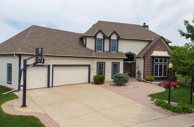 Waukesha Single Family Home For Sale: 2504 Manchester Ct