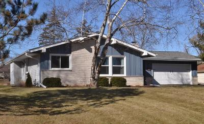 Menomonee Falls Single Family Home Active Contingent With Offer: W155n5445 Balsam Dr