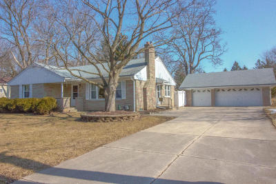 Brookfield Single Family Home Active Contingent With Offer: 2540 Brookside Ln