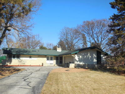 Menomonee Falls Single Family Home Active Contingent With Offer: N82w14372 Oxford Ct