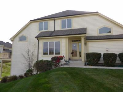 Waukesha Condo/Townhouse Active Contingent With Offer: 502 Spring Crest Cir