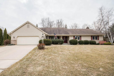 Menomonee Falls Single Family Home Active Contingent With Offer: N76w15905 Hunters Ridge Cir