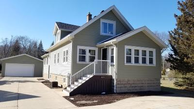New Berlin Single Family Home Active Contingent With Offer: 2825 S 128th St