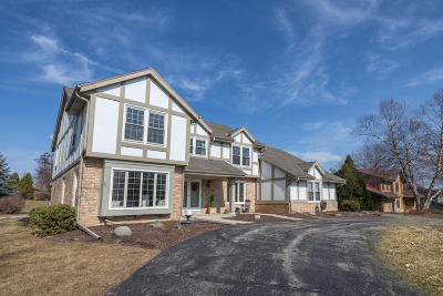 Brookfield Single Family Home Active Contingent With Offer: 20800 Hunters Run