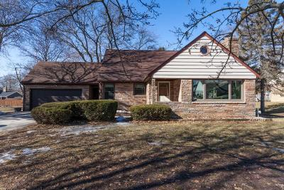 Cedarburg Single Family Home Active Contingent With Offer: 765 Keup Rd