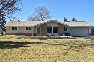 Brookfield Single Family Home Active Contingent With Offer: 3785 Sunny Crest Dr