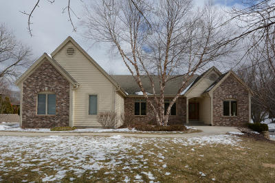 Brookfield Single Family Home Active Contingent With Offer: 1520 Hickory Hill Ln