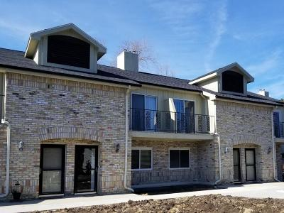 Mequon Condo/Townhouse Active Contingent With Offer: 1128 W Baldwin Ct
