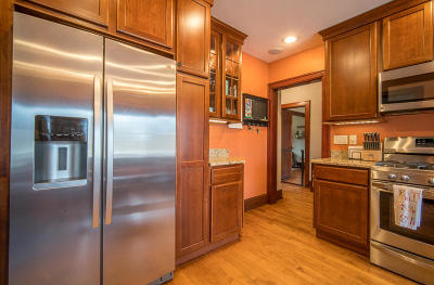 Mequon Single Family Home For Sale: 8830 W Mequon Rd