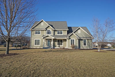 Hartland Single Family Home Active Contingent With Offer: N74w28742 Zimmers Xing