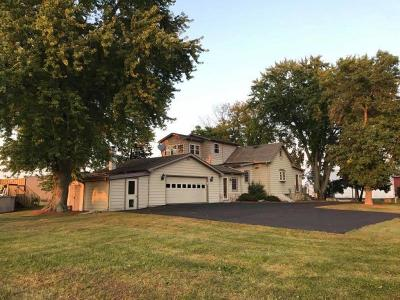 Jefferson County Single Family Home Active Contingent With Offer: N8725 Hustisford Rd
