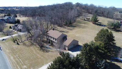 Mukwonago Single Family Home Active Contingent With Offer: W324s8571 Nebo Trl