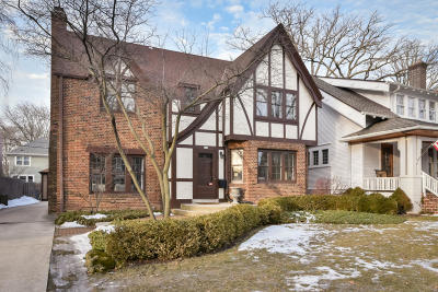 Whitefish Bay Single Family Home For Sale: 840 E Birch Ave