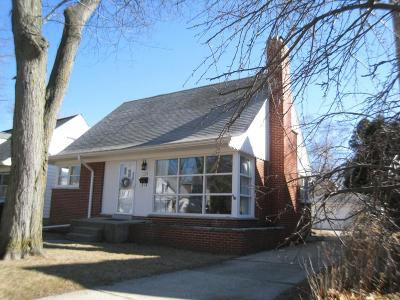 Whitefish Bay Single Family Home Active Contingent With Offer: 5140 N Elkhart Ave