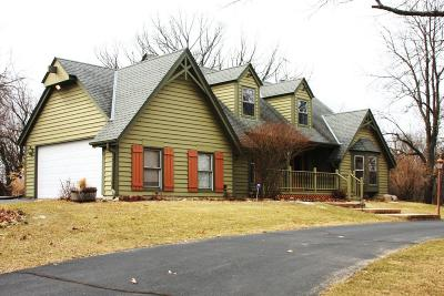 Waukesha Single Family Home For Sale: W319s3550 Squire Rd