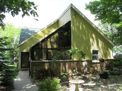 West Bend Single Family Home For Sale: 3817 Thoma Park Dr