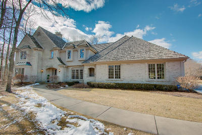Ozaukee County Single Family Home Active Contingent With Offer: 10821 N Wyngate Trce