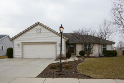 Waukesha Single Family Home Active Contingent With Offer: 3631 Stillwater Cir