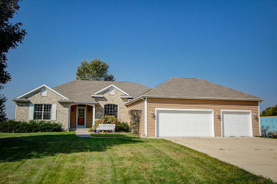 Lake Mills Single Family Home For Sale: N6809 Canter Ct