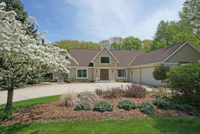 Brookfield Single Family Home For Sale: 1490 Barrington Woods Dr