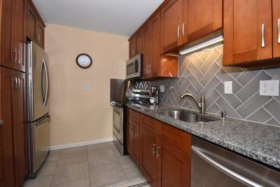 Thiensville Condo/Townhouse Active Contingent With Offer: 162 Heidel Rd #6