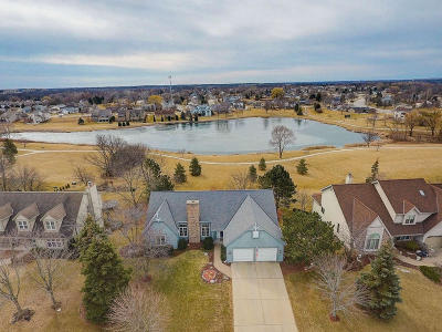 Franklin WI Single Family Home Active Contingent With Offer: $400,000
