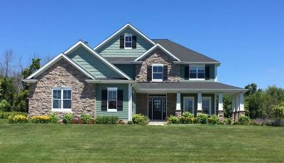 Cedarburg Single Family Home For Sale: 9330 Stonegate Rd