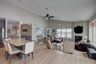 Hartland Single Family Home Active Contingent With Offer: W280n8011 Black Diamond Ct