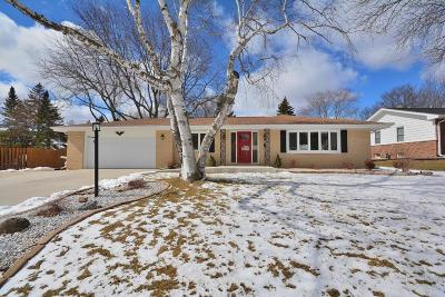 New Berlin Single Family Home Active Contingent With Offer: 3315 S Hickory Rd