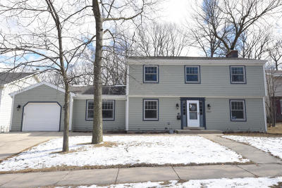 Milwaukee Single Family Home Active Contingent With Offer: 5860 S 20th St