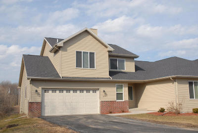 Cudahy WI Condo/Townhouse Active Contingent With Offer: $184,900