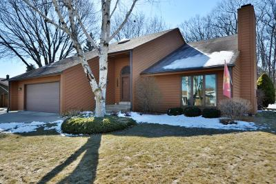 Milwaukee Single Family Home Active Contingent With Offer: 1809 W Clayton Crest Ave