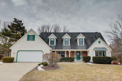 Menomonee Falls Single Family Home Active Contingent With Offer: N77w16321 Overlook Dr