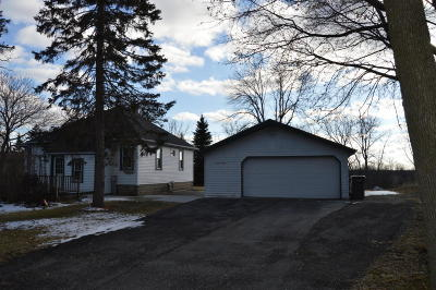 Muskego Single Family Home For Sale: W136s8431 Holz Dr