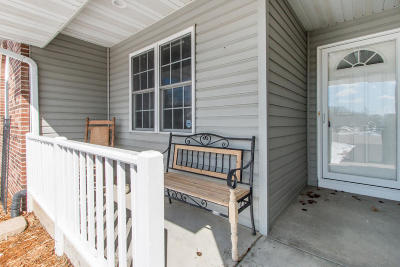 Walworth Single Family Home Active Contingent With Offer: 908 Bennett Ct