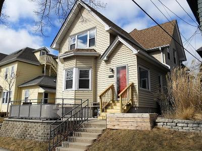 Milwaukee Single Family Home Active Contingent With Offer: 914 E Kewaunee St