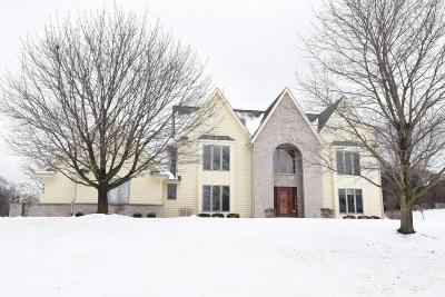 Brookfield Single Family Home For Sale: 790 Hawks Ridge Rd