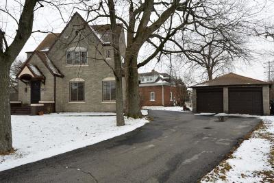 Greenfield Single Family Home Active Contingent With Offer: 5601 W Forest Home Ave