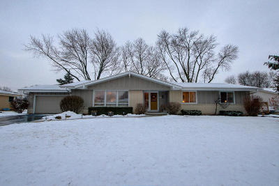 New Berlin Single Family Home Active Contingent With Offer: 13715 W Park Ave