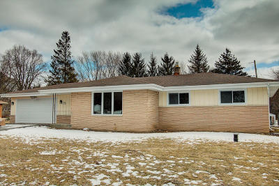 Menomonee Falls Single Family Home Active Contingent With Offer: N70w17281 Antler Dr