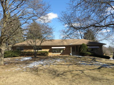Brookfield Single Family Home Active Contingent With Offer: 3260 Hidden Hills Dr